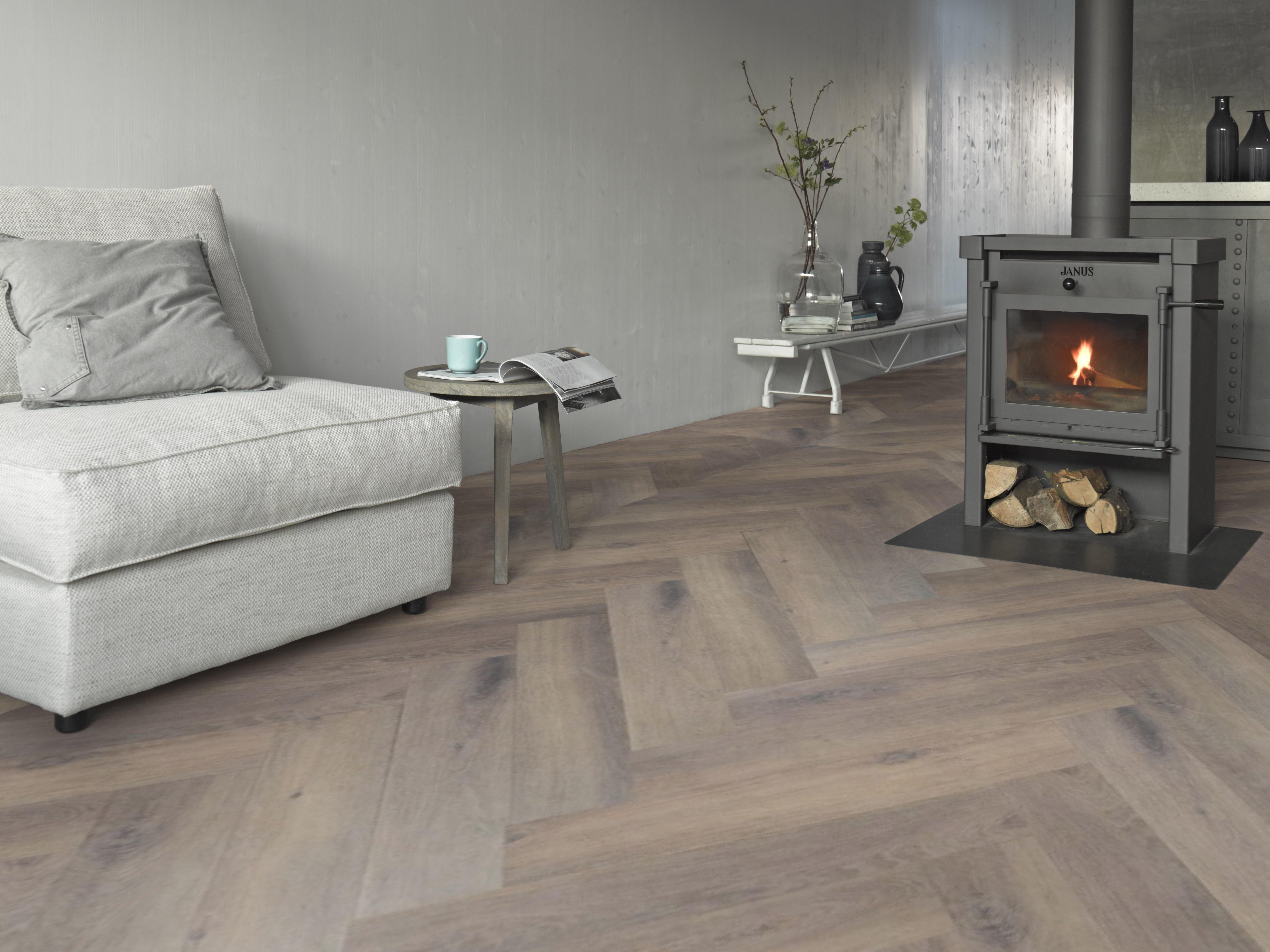 170305 - 1703 - Warm brown oak herringbone B